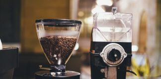 Młynek do kawy ręczny czy elektryczny