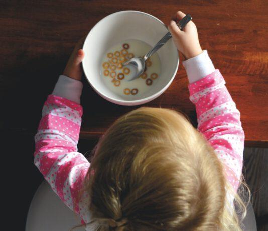 Krzesełka do karmienia dzieci do mocowania na stole i krześle